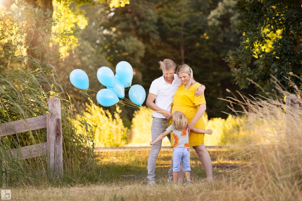 Brenda Roos Fotografie Fotoshoot zwangerschaps aankondiging Mamalogisch gezin Hilversum