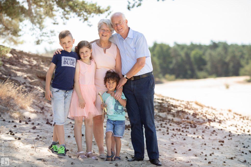 Brenda Roos Fotografie | Natuurlijk licht fotograaf | Familie fotografie | Spontane fotoshoot zandverstuiving