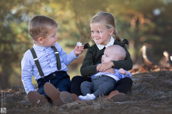 familie portret zandverstuiving gezin familiefotograaf fotoshoot Fotograaf Lelystad en Veluwe reportage