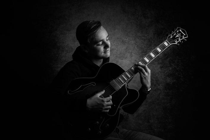 Wies Knipping Ibanez gitaar | Studio portretten Fine Art fotograaf Lelystad