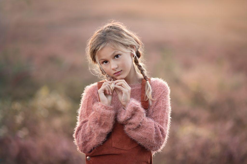 Fotograaf Lelystad Veluwe paarse heide meisje fotoshoot
