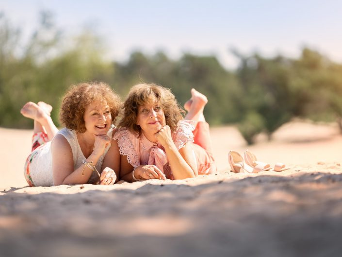Fotograaf familie zussen buiten zandverstuiving Doornspijk