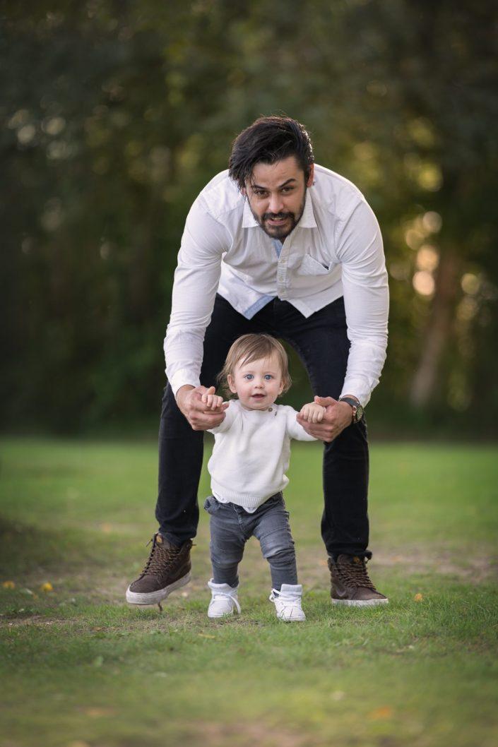 papa met zoon wandelen Biddinghuizen