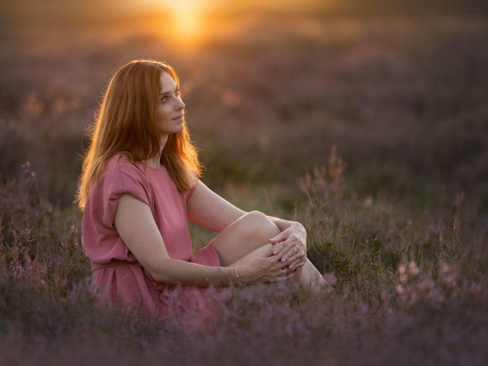 Portret fotoshoot op de paarse heide